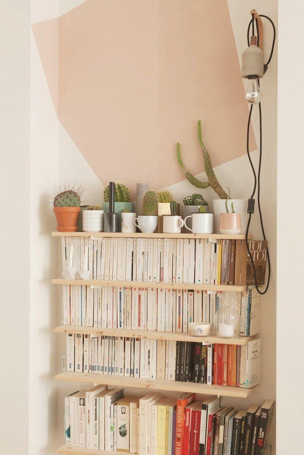 The Socialite Family   Biblioth  que aux tons pastels chez Laura Fernandez Ruiz  #famille #family #bruxelles #laurafernandezruiz #untilone #architecture #architecte #homestyle #decorinspiration #bookshelf #biblioth  que #pink #rose #cactus #doityourself #wood #bois #idea #decoration #decor #home #thesocialitefamily