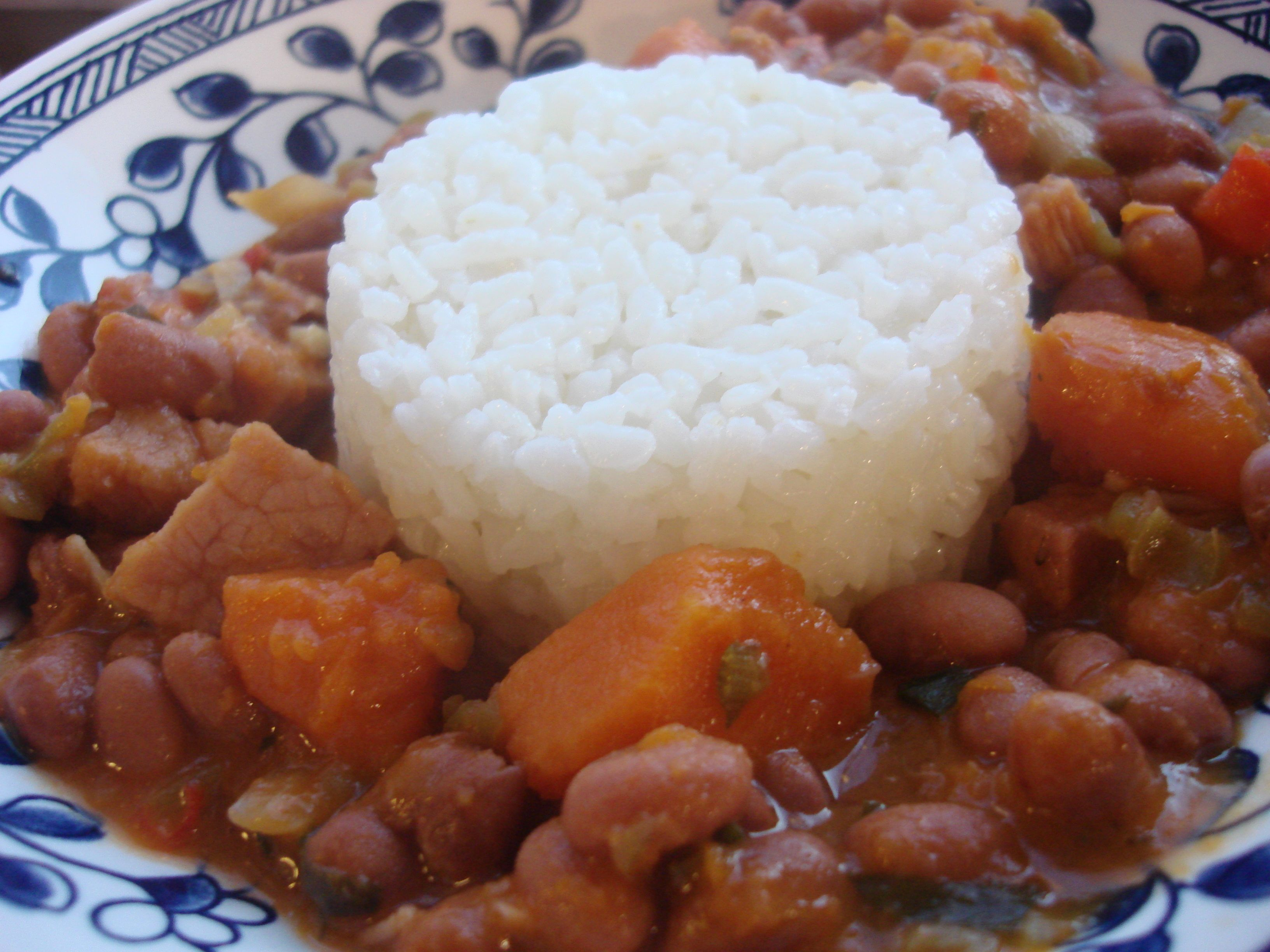 Puerto Rican Rice And Beans Arroz Con Habichuelas Puerto Rican Recipes Caribbean Recipes Mexican Food Recipes