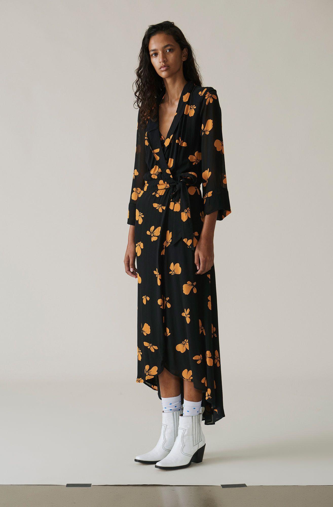 a3bb078729c6 Flatterende wrap-kjole med taljebælte