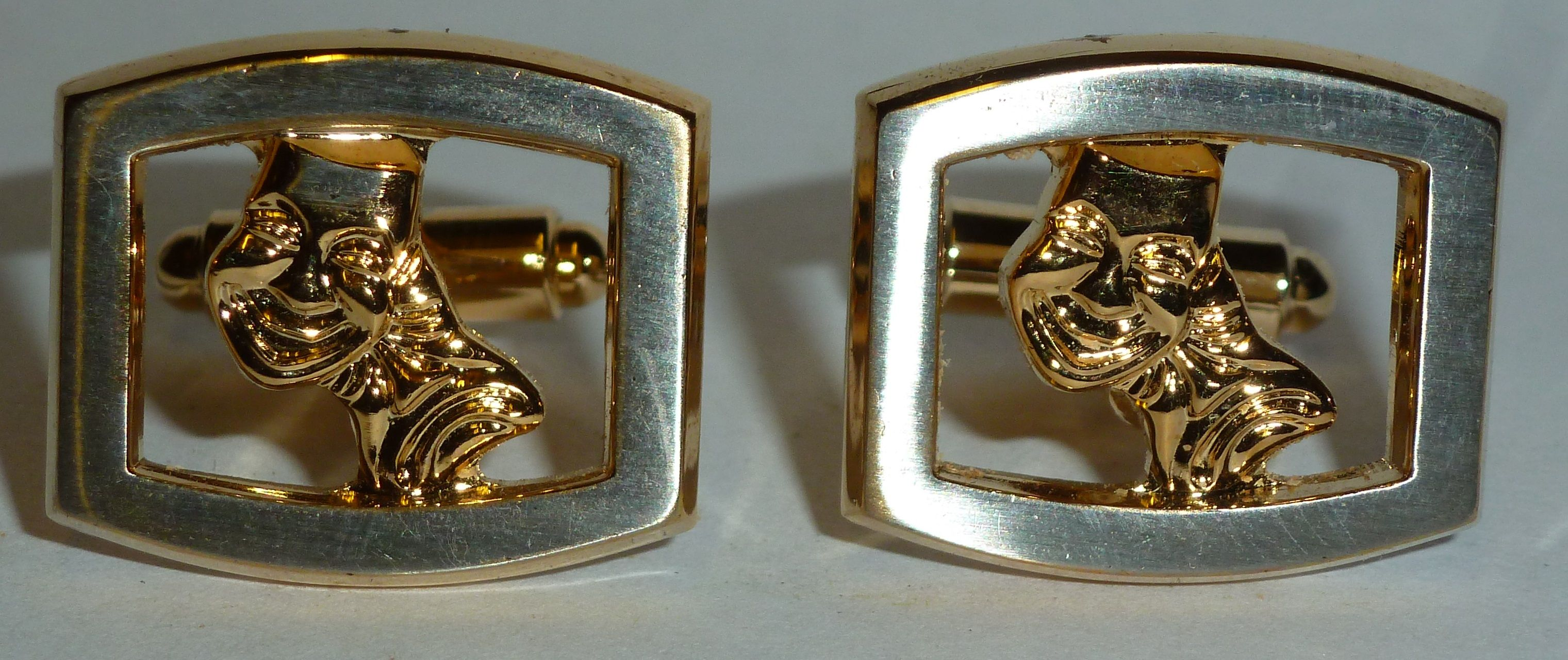 Looking for a different gift for someone theatrical? How about these lovely 1970s original vintage Hickok USA cufflinks featuring Greek Comedy and Tragedy masks for a truly unique gift