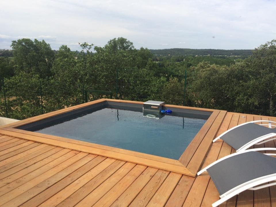 piscine piscinelle carr e avec margelles couleur bois et bloc technique en inox concours. Black Bedroom Furniture Sets. Home Design Ideas