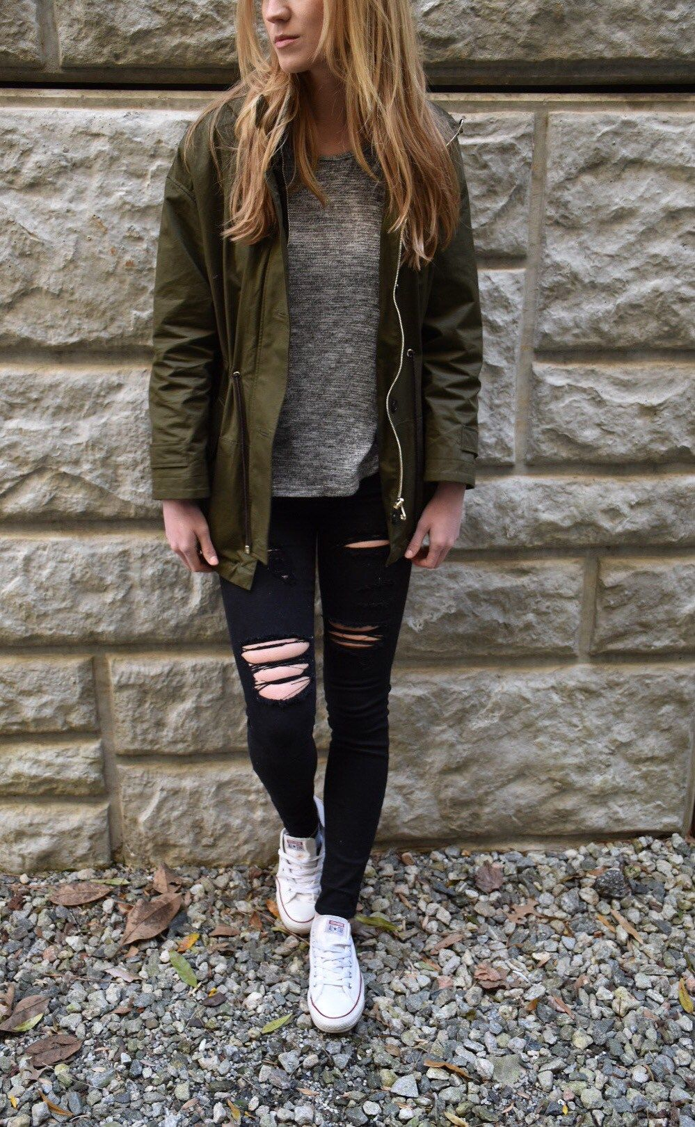 200+ Cute Ripped Jeans Outfits For Winter 2017 | Black timbs Black ripped jeans and White vans