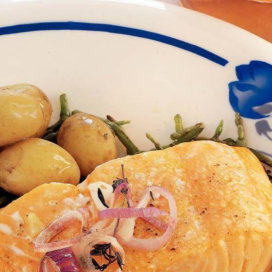 Saumon du four avec samphire et rosé      #guiderecettes #recette #recettes #nourriture #cuisine #instacuisine #recettes #instacuisine #manger #mangersain #mangermieux #mangersainement #instafood #food #foodpic #foodporn