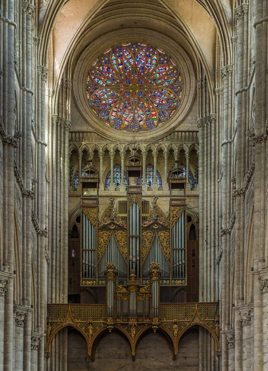 Amiens Cathedral Organ and Rose Window, Picardy, France By Diliff (Own work) / CC BY-SA 3.0 or GFDL, via Wikimedia Commons