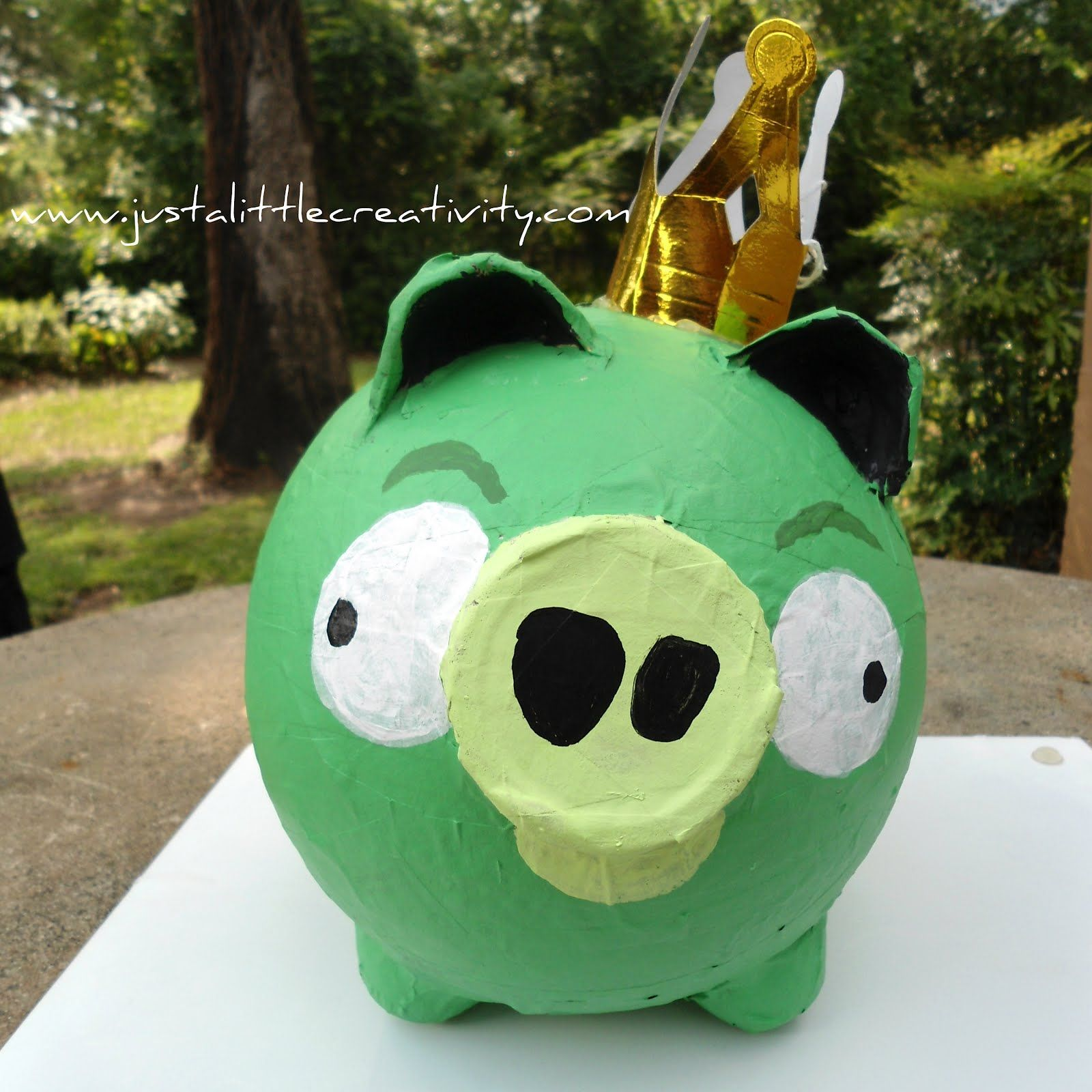 Paper mache angry birds pig tutorial materiales for Egg carton paper mache pulp