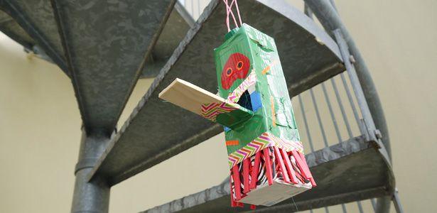 tetrapack vogelhaus da werden die v gel augen machen vogelfutterstelle pinterest auge. Black Bedroom Furniture Sets. Home Design Ideas