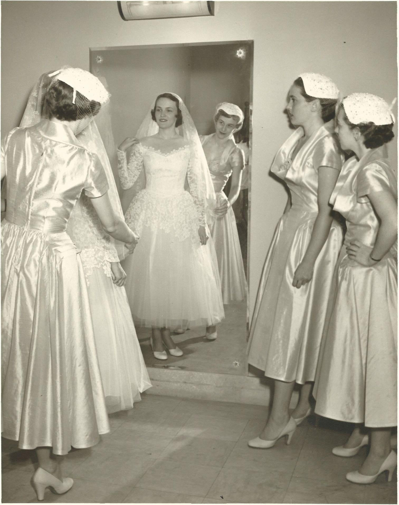 Bride And Attendants 1952 Vintage Bride Wedding Gowns Vintage Vintage Bridesmaids