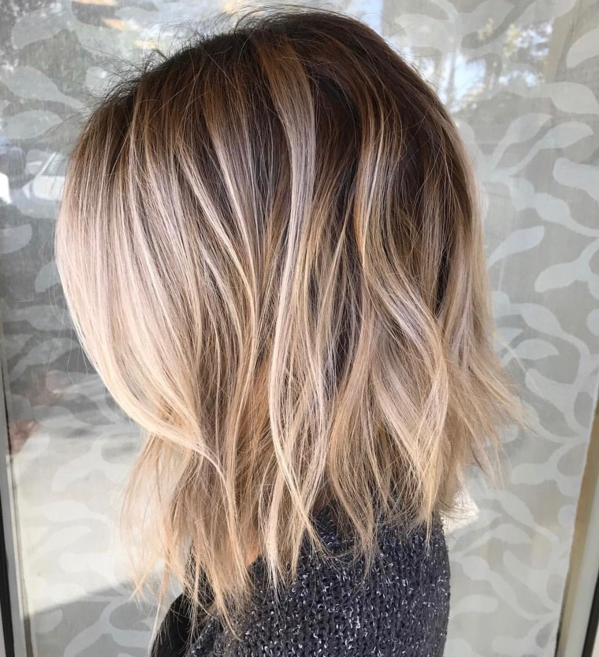 Beautiful Smudged Blended Balayage With The Most Perfect Root Fading Into Blonde Love These Beach Waves A Low Maintenance Hair Thin Hair Haircuts Hair Styles