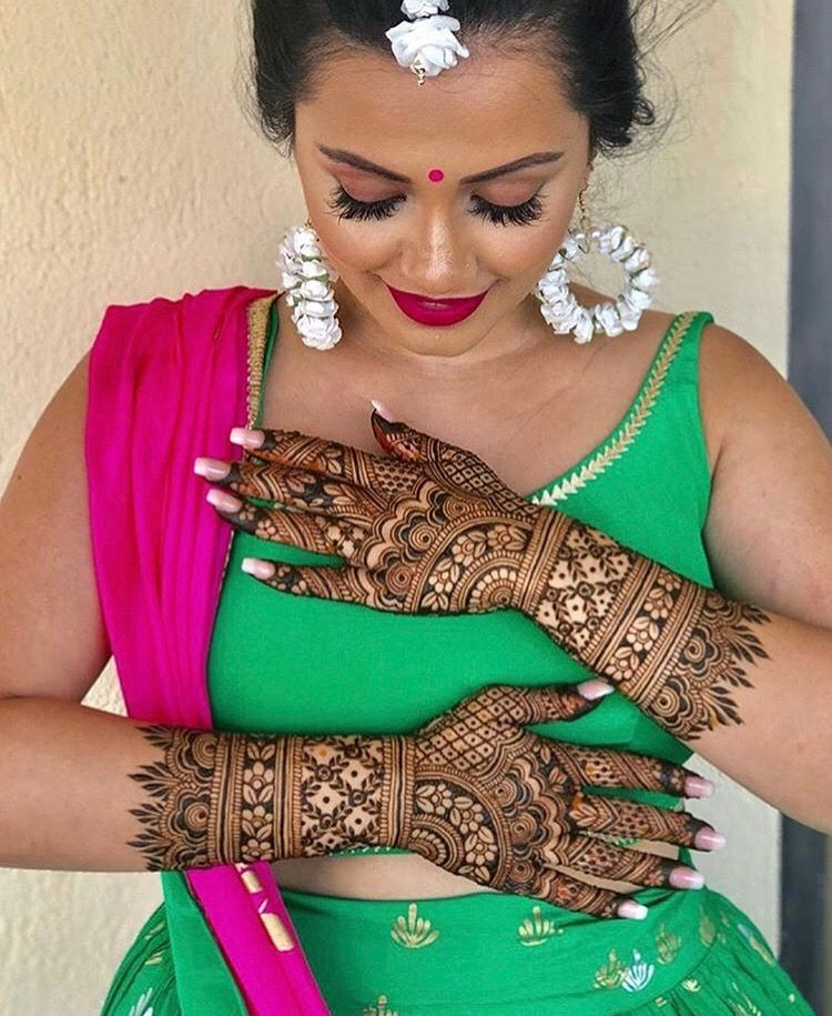 Latest Kaushal Beauty: Kaushal Beauty Looks Divine On Her Mehndi In A House Of