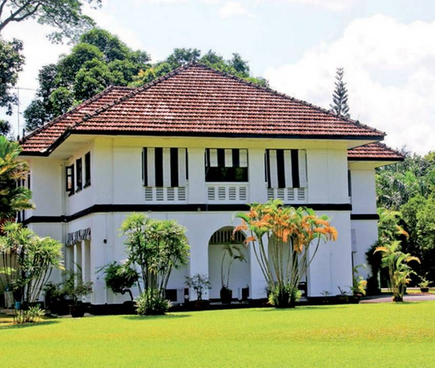 Black And White Houses In Singapore Swiss Cottage Estate White Exterior Houses Colonial House British Colonial Style