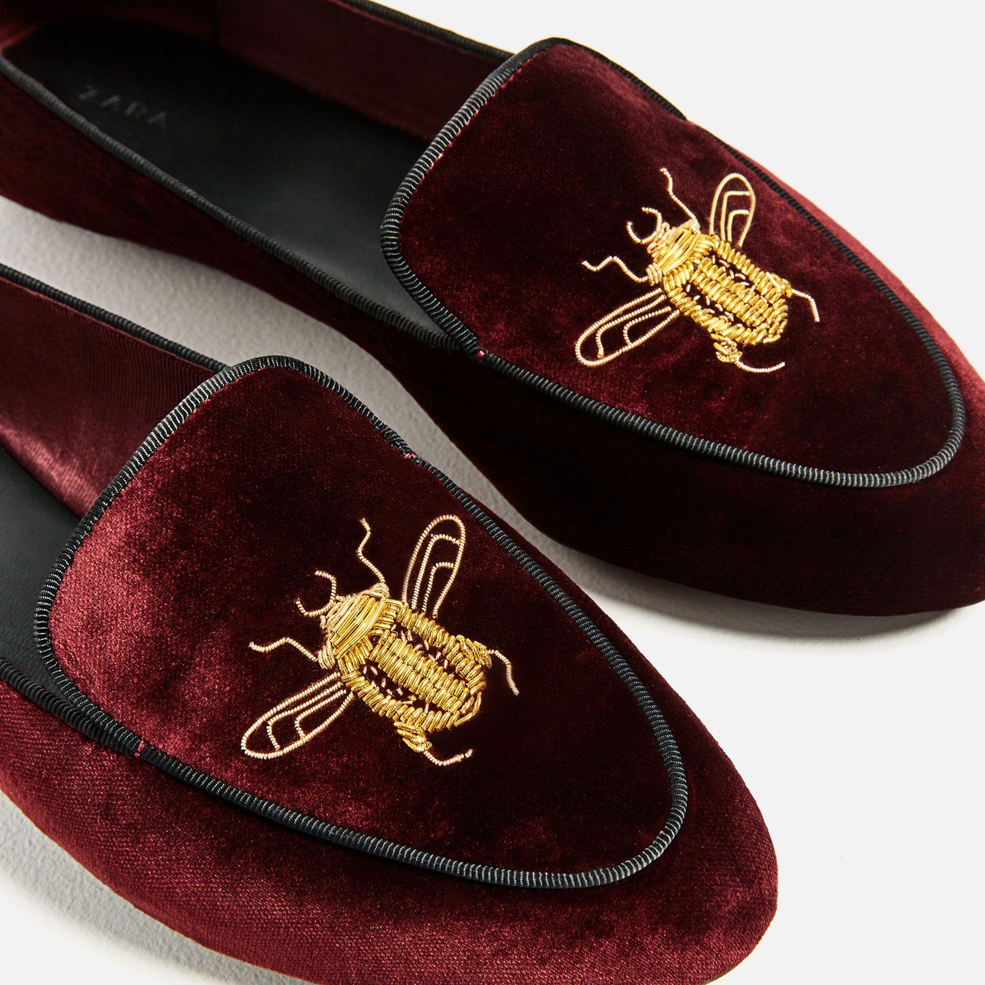Aksamitne Buty Na Plaskiej Podeszwie Z Ozdobnym Haftem Zobacz Wiecej Buty Kobieta Zara Polska Velvet Shoes Embroidered Shoes Velvet Loafers