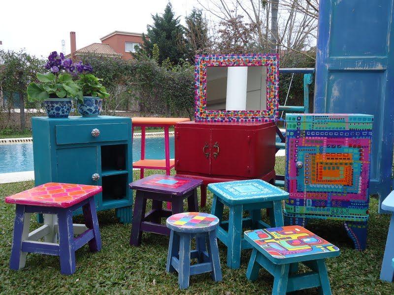Muebles pintados a mano en el parque de vintouch for Muebles pintados a mano