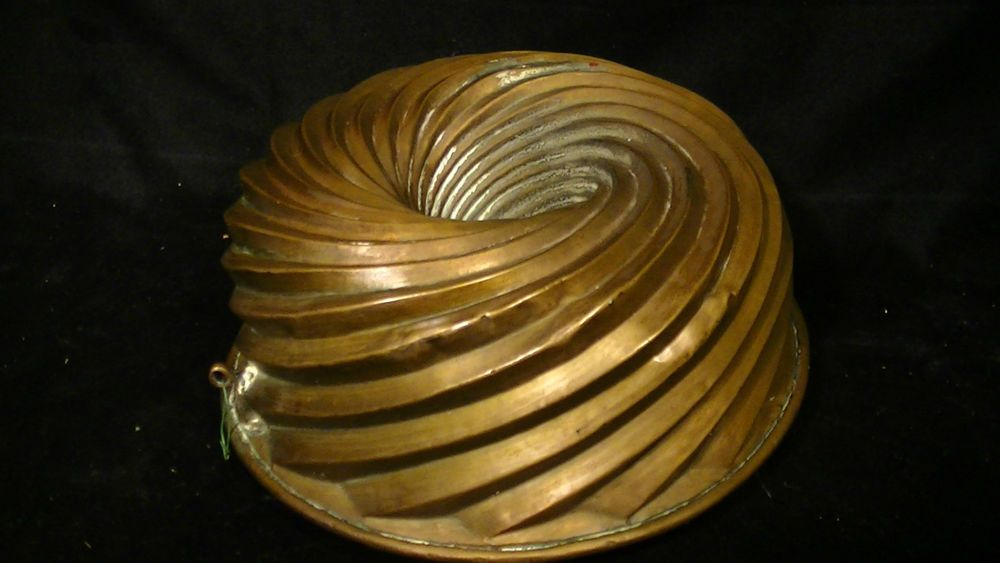 Antique Copper Bundt Cake Pan In Unusual Swirl Pattern