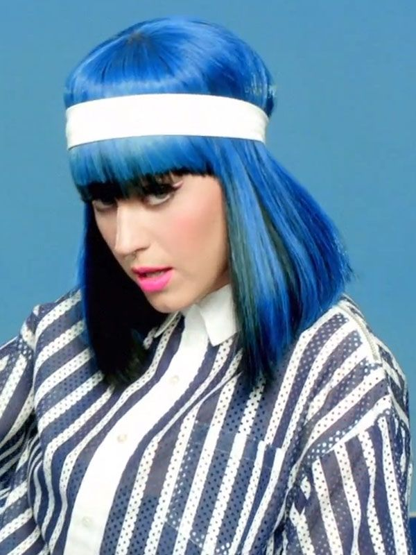 Katy Perry S New Video Features Skinny Eyebrows And Scrunchies