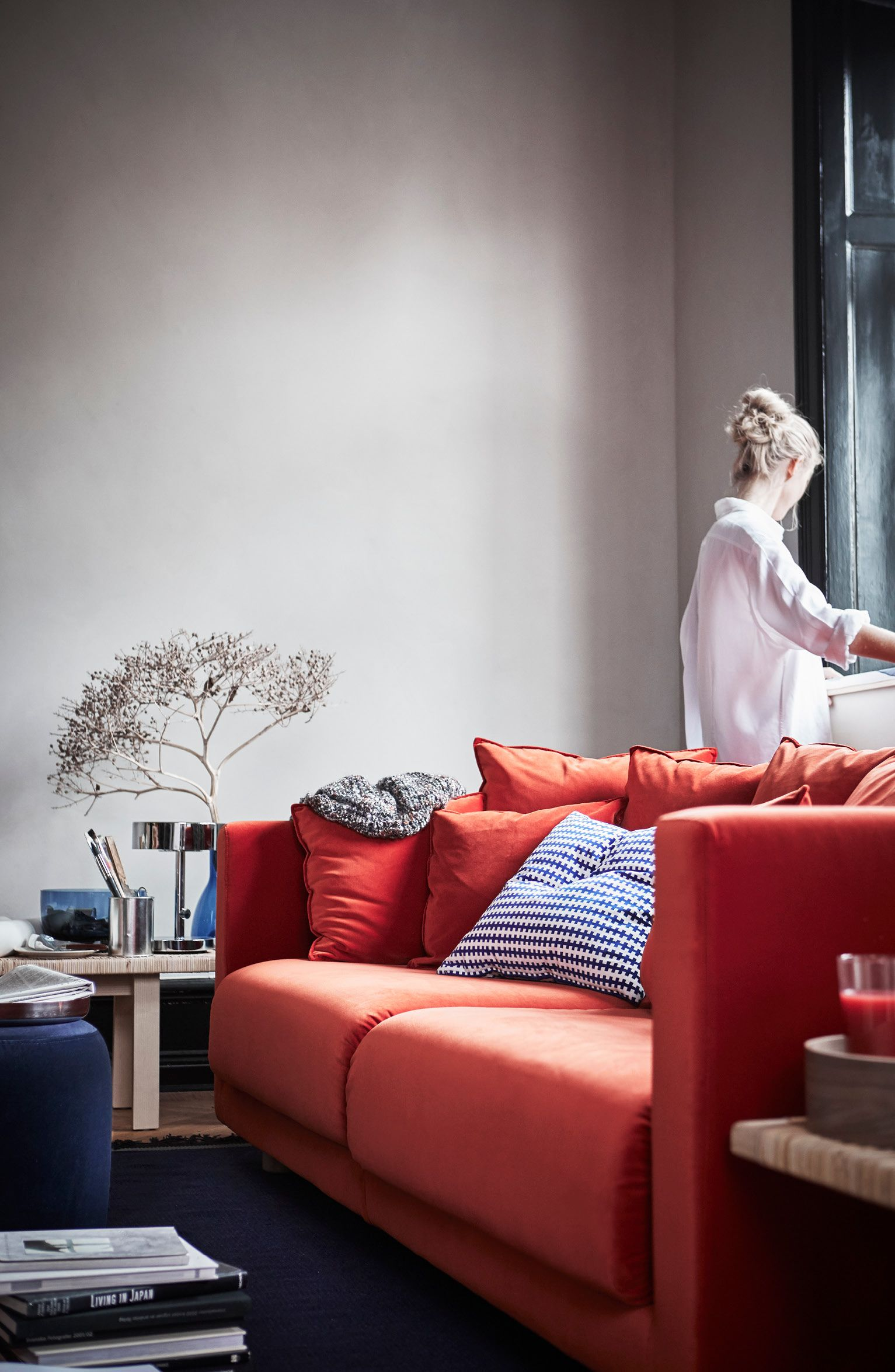 Mach es dir gemütlich - und genieß dein Zuhause. Mit unserer STOCKHOLM 2017 Kollektion. Ab April bei IKEA.