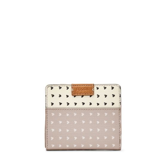 Less is definitely more with our Emma mini wallet's heart-printed PVC.