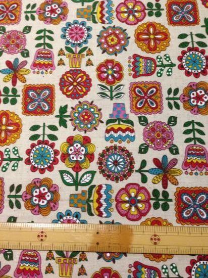 デフォルメされたお花たちがとてもかわいいです。綿麻、少し厚めの普通地。備考欄にご希望のカラーをご記入ください。・レッド・ブルー・パープル※品切れ素材:綿・麻幅...|ハンドメイド、手作り、手仕事品の通販・販売・購入ならCreema。