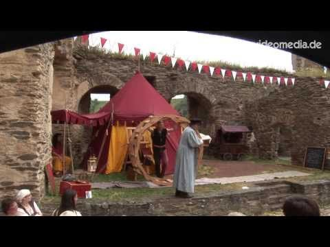 Severinius the Younger and his assistant Ludovico present the construction of the Da Vinci wheel #video published by http://www.myvideomedia.com #medival #mittelalter