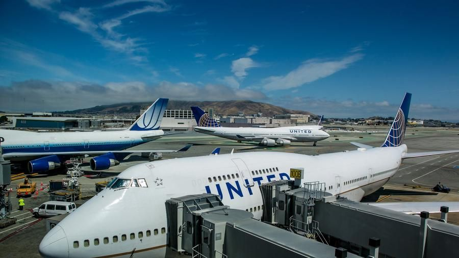 United 747s at SFO.