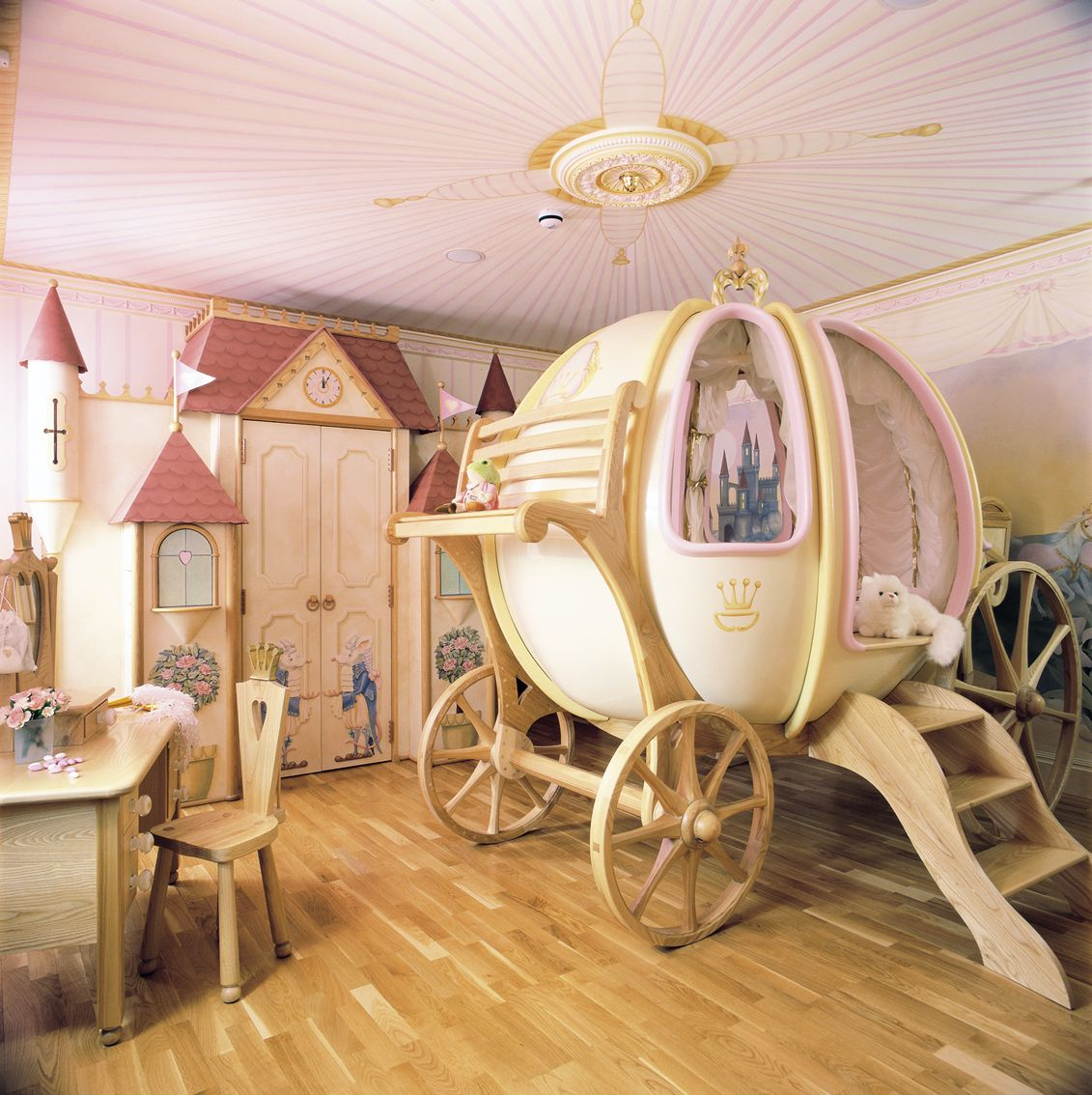 Bedroom furniture for girls castle - Cinderella Coach Princess Bedroom With Castle Wardrobe