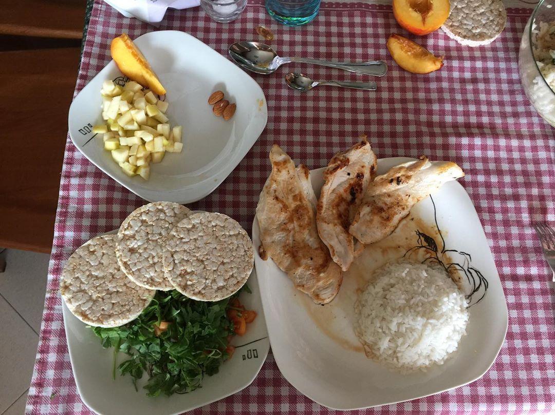 Mens sana in corpore sano 🎈 • •🥑🥗🍽🍝 #dieta#diet#turin#fibre#myprotein#supplements#macros#alimentazio...