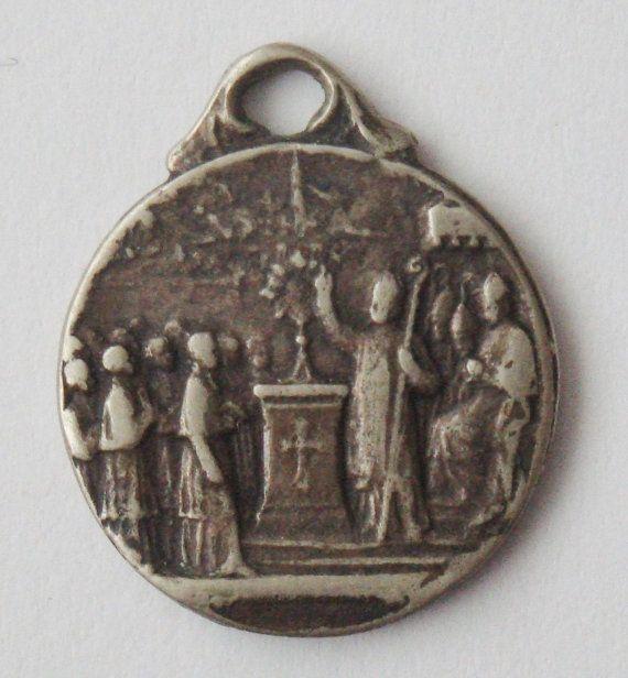 Vintage verschijning van Lourdes religieuze medaille hanger aan 18 sterling zilver-rolo ketting, beschikt over een sterke kreeft-klauw gesp. Maatregelen 5/8 zonder de baal. Verzilverd.