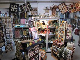 Great Quilt Shop Esterville Ia Quilt Shop Displays Quilt Shop Quilt Stores