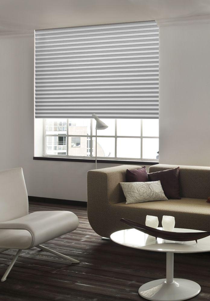 Luxury graues sensuna Plissee am Wohnzimmer Fenster