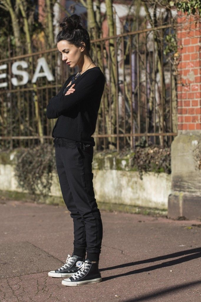 00fe41a18840 Wear classic black converse like Coline by pairing them with slouchy tomboy  style trousers and a simple knit top. We love this androgynous jogger style.