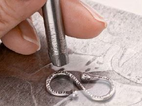 6 Tips for Easy Metalsmithing Make Metal Jewelry Without Soldering or Sawing - Metal jewelry, Jewelry making, Diy jewelry, Jewelry making tutorials, Handmade jewelry, Jewelry techniques - Improve your metalsmithing techniques and metal jewelry designs with these 6 expert tips  No soldering or sawing required in these helpful tips!