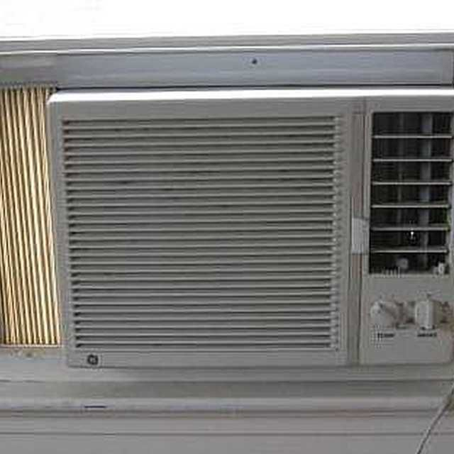 How to Clean the Filter on a Frigidaire Air Conditioner Clean air