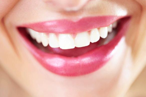 Vos dents manquent d'éclat et vous aimeriez leur redonner de la blancheur ? Le citron, le bicarbonate et l'argile vont être vos nouveaux amis. Sourire éclatant garanti !