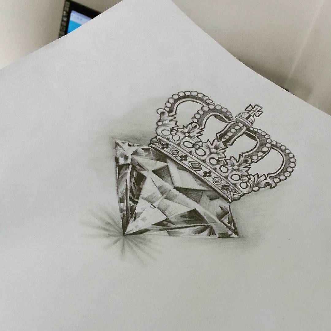 Essa Vai Pra Pele Hoje Diamante Coroa Desenho Arte Saddamtattoo Saddamtattoostudio Everlast Electricink Em Diamond Crown Tattoo Wrist Tattoos Tattoos