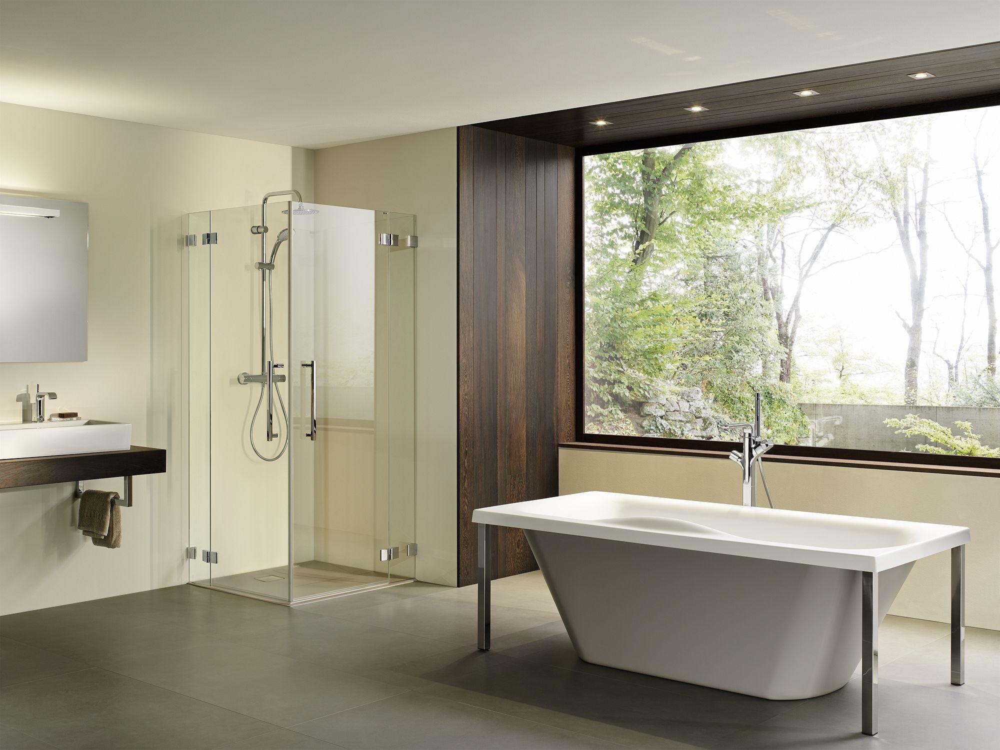 Modernes Badezimmer mit Dusche von PALME®. Duschwanne