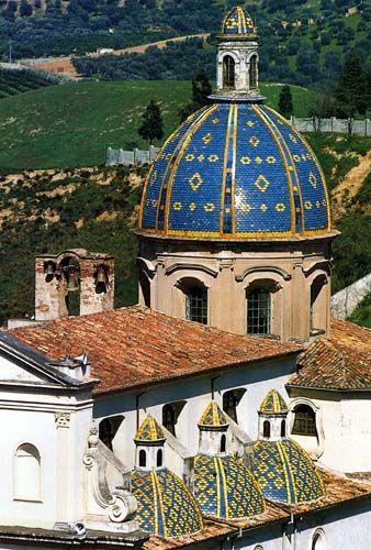 """Kirche in Kalabrien, Italien. Kalabrien ist der """"Zeh"""" des italienischen Stiefels im Süden des Landes. Noch immer wird in einigen Dörfern noch Altgriechisch gesprochen.  #ILikeItaly #EntdeckeItalien #Kalabrien"""