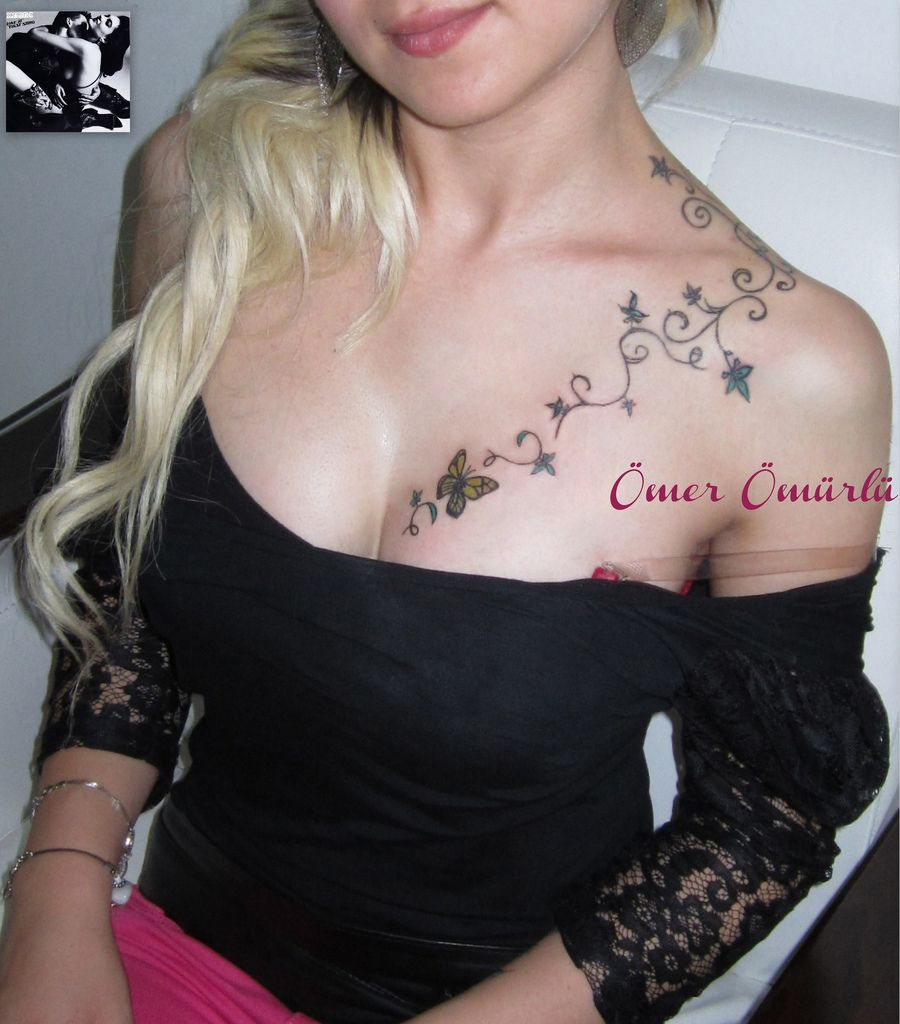 tatouage poitrine femme discret papillon couleur sein femme