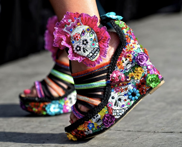 the dead shoes love them | Skull shoes