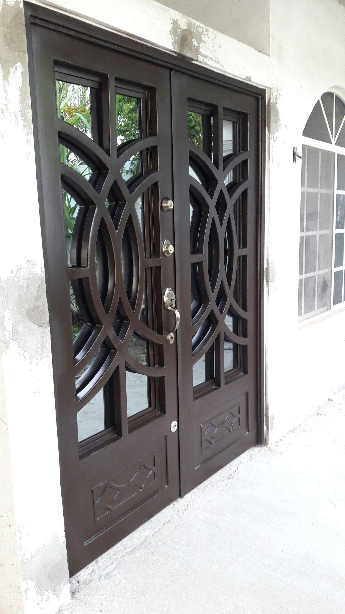 Puertas de dos hojas de fierro