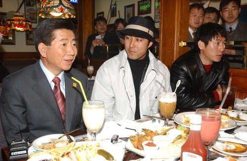 2002.11.19 盧武鉉氏と懇談