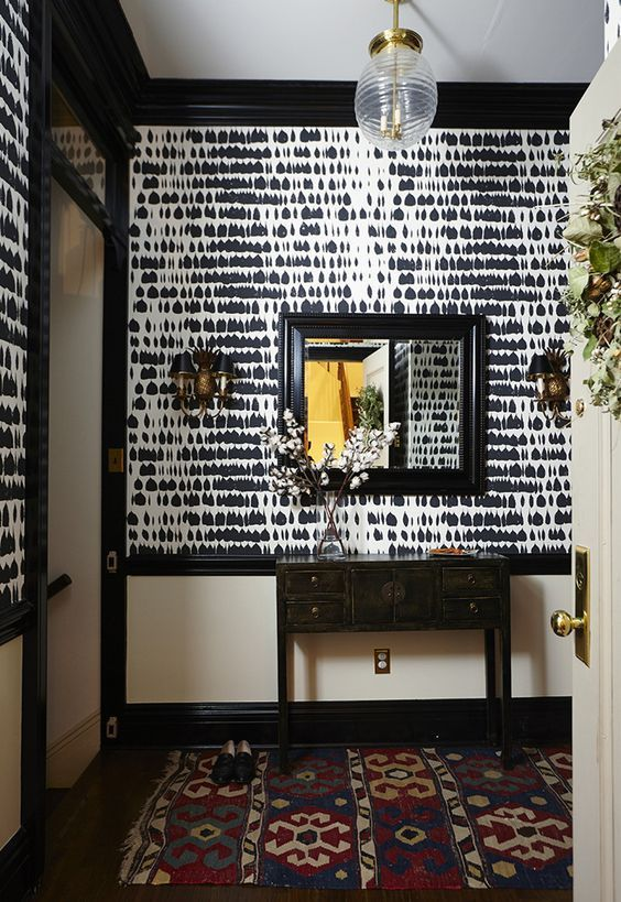 Foyer In Schumacher Queen Of Spain Wallpaper Black Also Comes Silver 11949 Storelynnchalk
