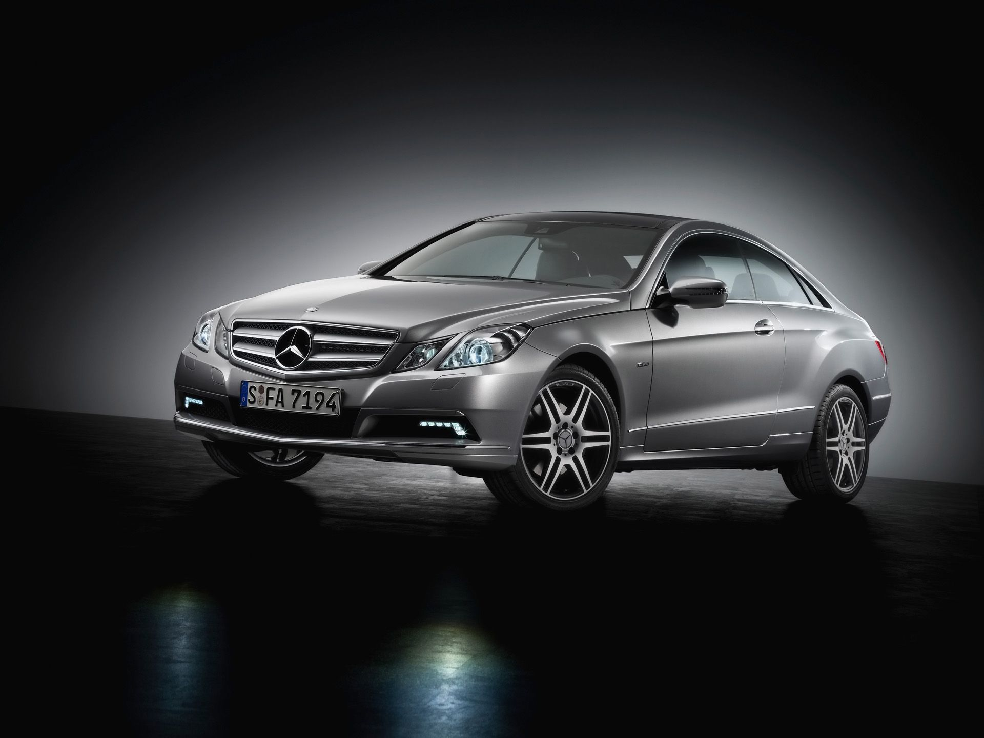 2009 Mercedes Benz E Class Coupe Front And Side Studio With