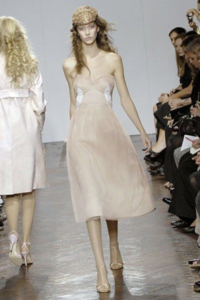 See the complete Giles Deacon Spring 2008 Ready-to-Wear collection.