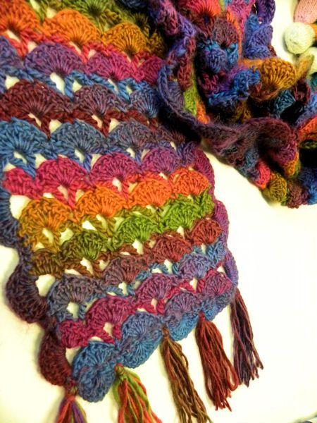 CHARTED~Blij dat ik brei: Gehaakte sjaal This blog… | Knitting ...