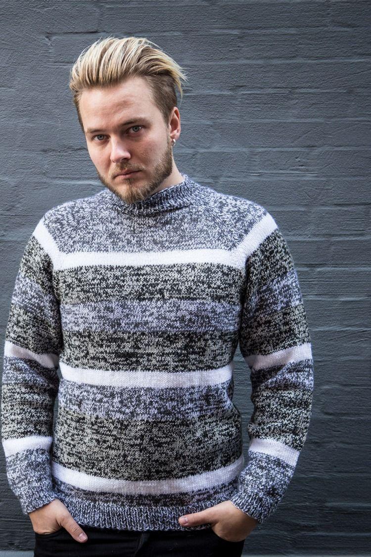 18fc6b045a4 Yderst flot og moderne sweater med meleret udtryk. Desgient er strikket i  dobbelttråd Mayflower 1