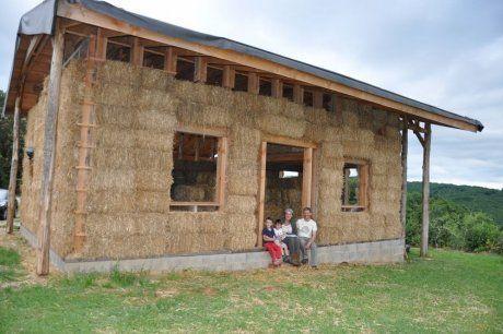 Une maison en paille   Maison en paille, Plan maison bois, Maison