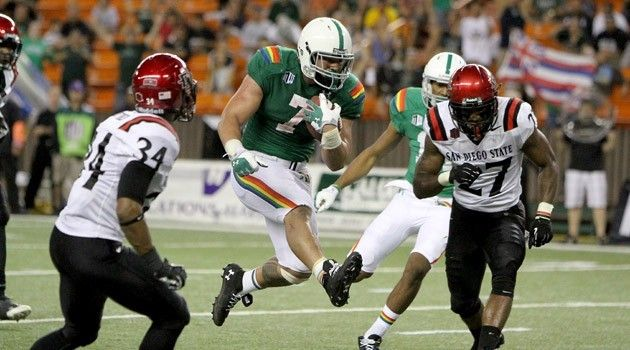 Video Bows Stunned By Sdsu In Overtime 28 21 University Of Hawaii Hawaii Sports Football Uniforms