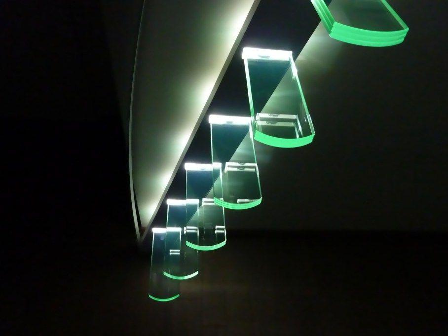escalier suspendu flottant verre trappen pinterest. Black Bedroom Furniture Sets. Home Design Ideas