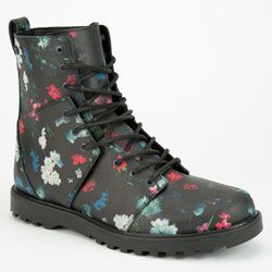 Volcom Go Figure boots. Faux leather upper with allover floral print.