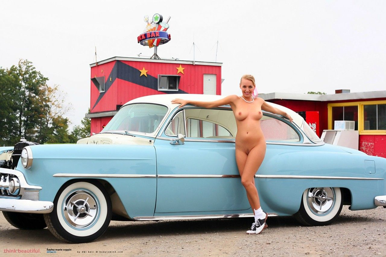 Cool muscle car with nude girls — photo 2