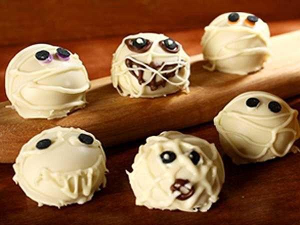 Creepy Halloween Ideas, 15 Edible Decorations for Halloween Party - halloween baked goods ideas
